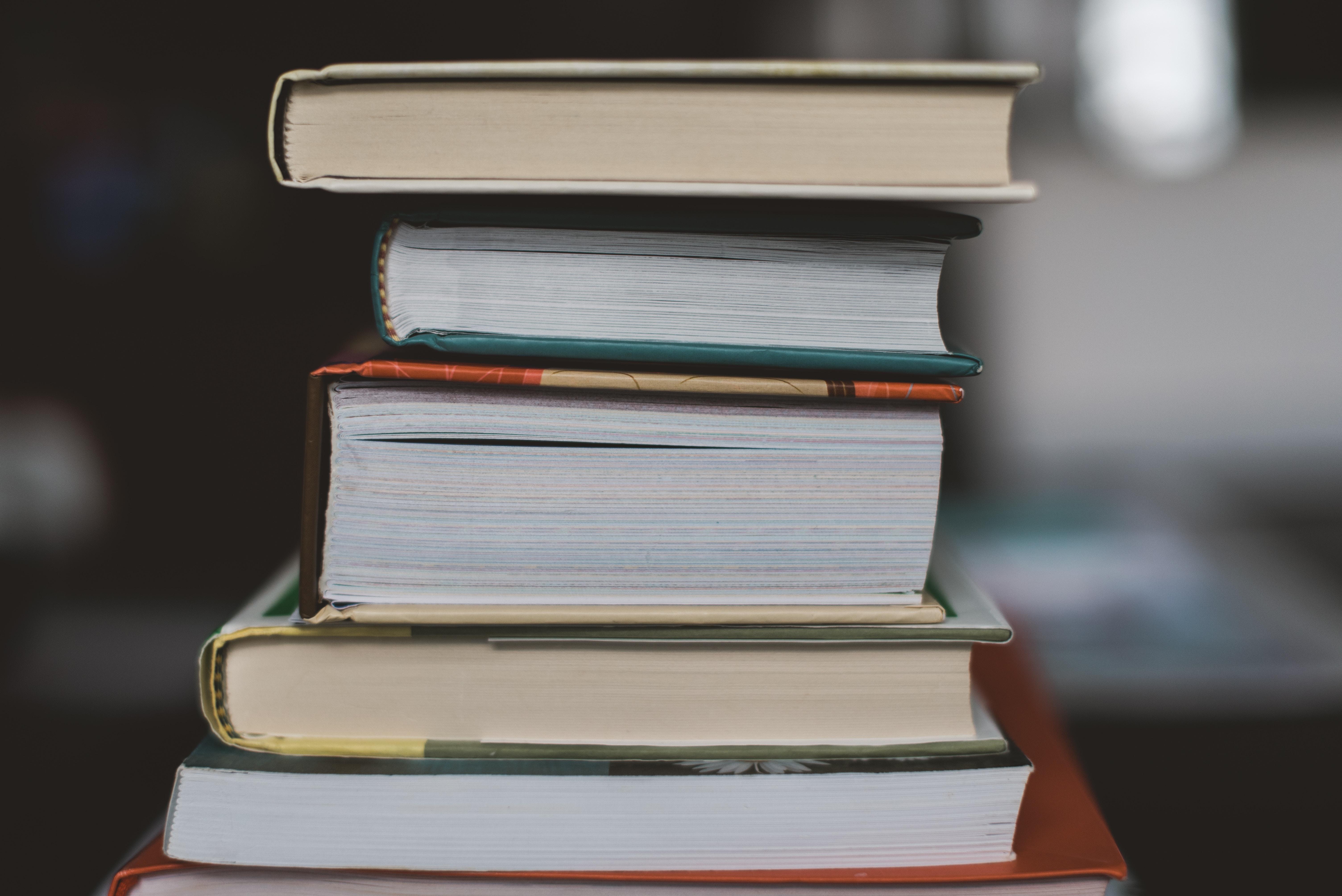 books claudia-587578-unsplash